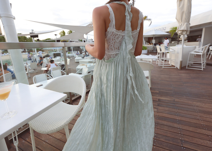 light lace sleeveless