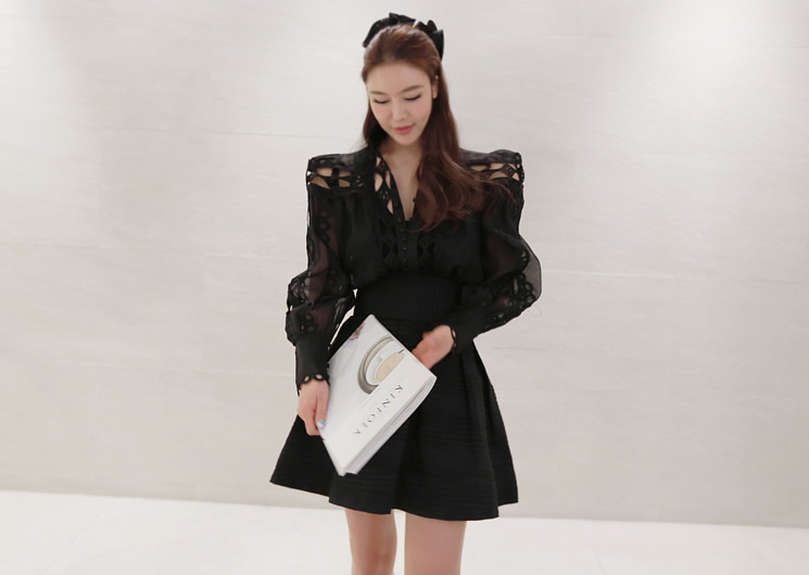 holic blouse (black)