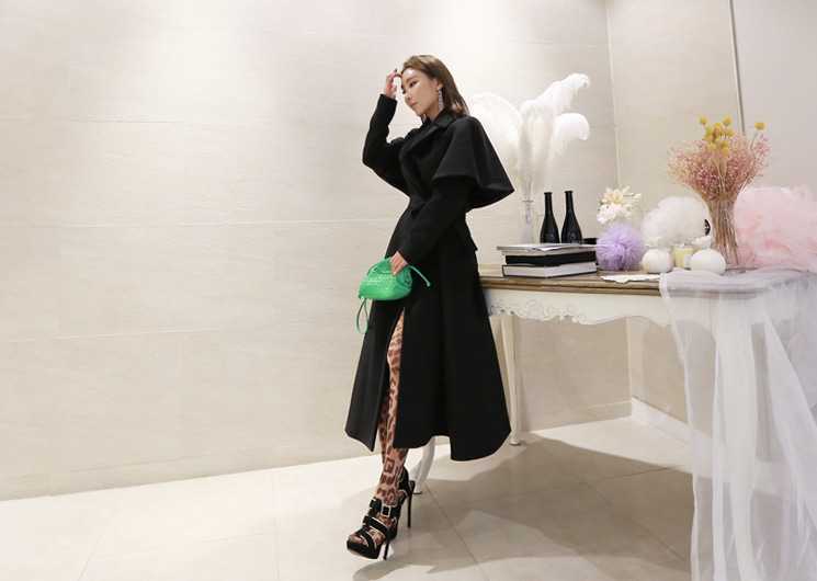 cha cha cape coat (black)